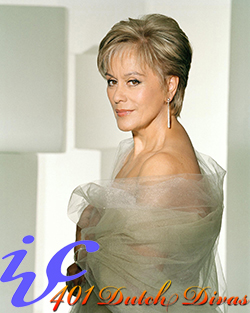BIO dame-kiri-te-kanawa-glancing-over-shoulder-by-john-swannell 2